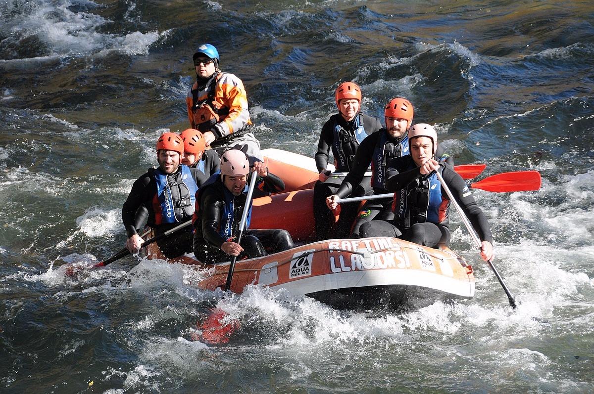 Barca de Rafting Llavorsí realizando un descenso por el Noguera Pallaresa